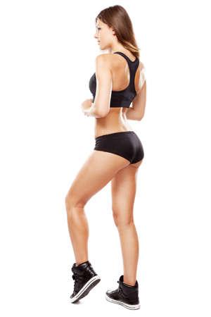 piernas mujer: Joven mujer en traje de ajuste deportivo, aisladas sobre fondo blanco Foto de archivo