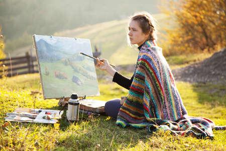 pintor: Joven artista que pinta un paisaje de oto�o