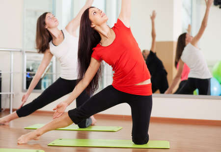 wellness center: Group training in a gym of a fitness center Stock Photo