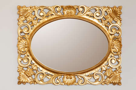 Golden mirror frame on the wall Banque d'images