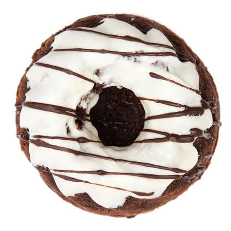 rum cake: Torta di rum isolato su sfondo bianco