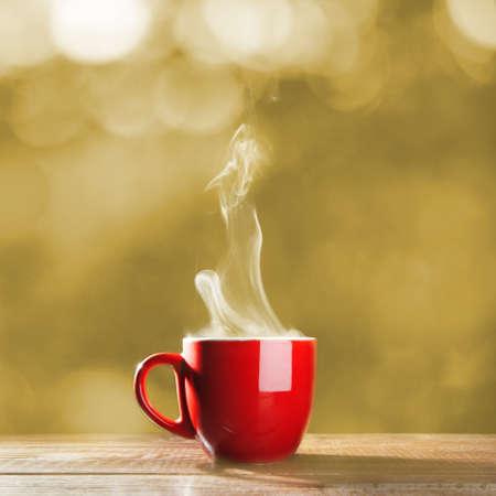 filiżanka kawy: Czerwona filiżanka kawy