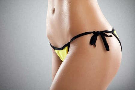 donna completamente nuda: Corpo femminile perfetto vicino foto. Archivio Fotografico