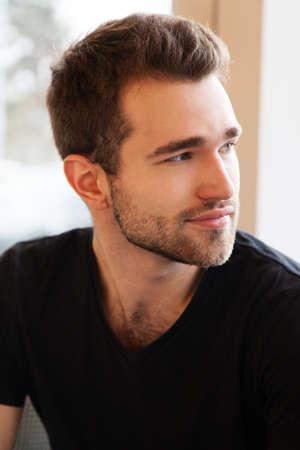 ハンサムな若い男の顔の肖像画
