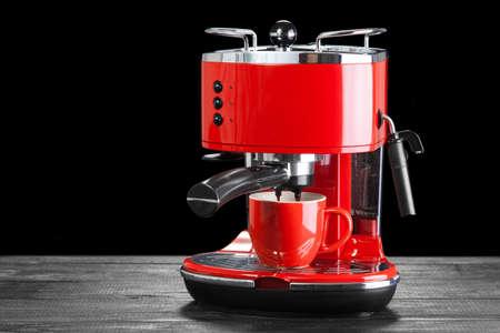 maquina vapor: Rojo retro máquina de café de estilo