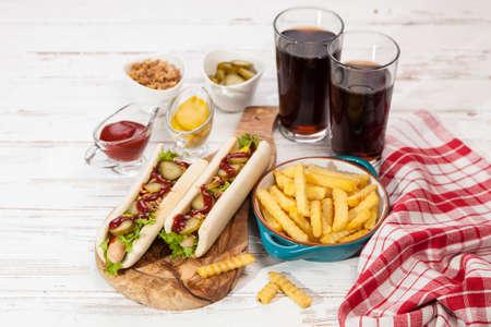 perro caliente: Hot dogs y papas fritas