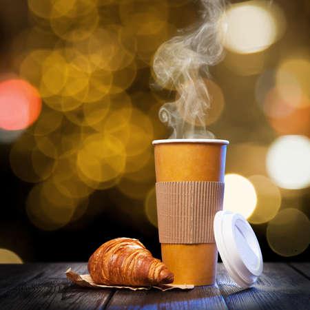 calor: Caf� para llevar en un vaso de papel