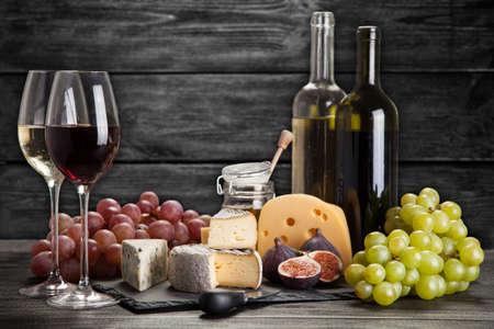 Vins et fromages morte Banque d'images - 47220708