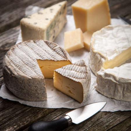 queso blanco: Queso francés suave del camembert y otros tipos Foto de archivo