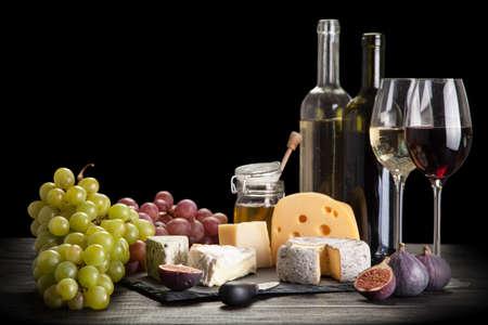 Vins et fromages morte Banque d'images - 47319670