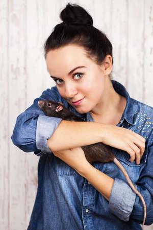 rata: Young beautiful woman with a pet rat Foto de archivo