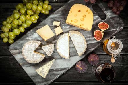 Wein und Käse Stillleben
