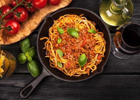 スパゲティ ボロネーゼ - 伝統的なイタリアン パスタ
