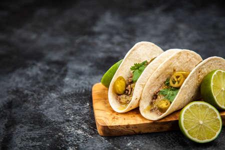 tortilla de maiz: Tacos mexicanos con carne
