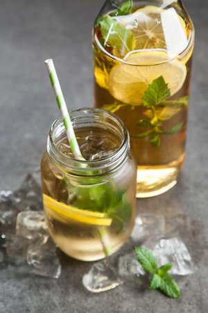 crushing: Ice tea with lemon and mint