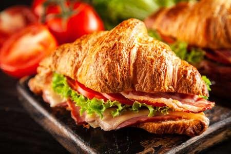 Classic BLT croissant sandwiches Archivio Fotografico
