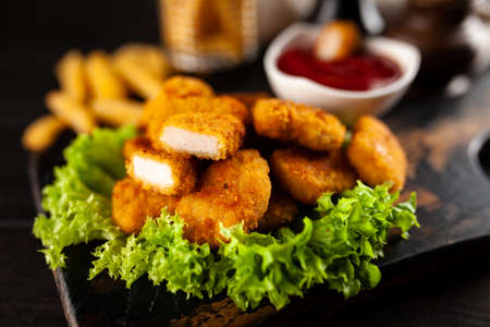 Crispy chicken nuggets with lettuce and ketchup Reklamní fotografie