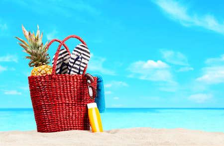 Red beach bag on blue beach and sky Stockfoto