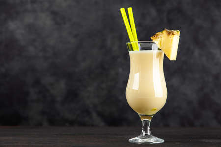 Pina Colada Cocktail Banque d'images - 130122004