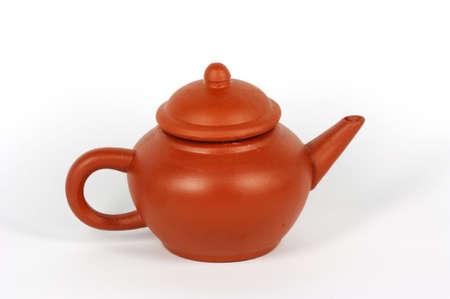 chinese tea pot: T� rojo chino olla de arcilla en el fondo blanco Foto de archivo