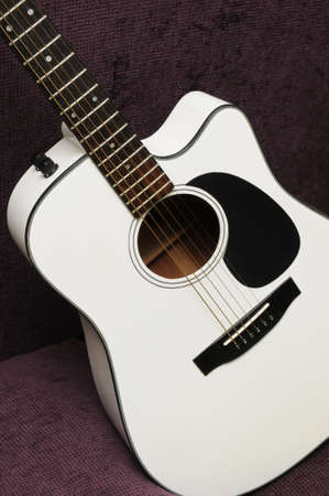 Closeup of white acoustic guitar for background use Zdjęcie Seryjne