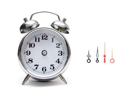 beeld van een klok alarm met naalden aan de kant Stockfoto