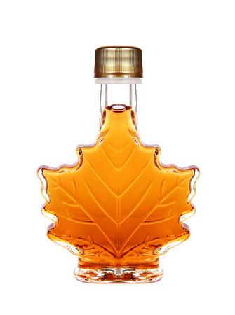 in syrup: Jarabe de arce Botella Aislado En Un Fondo Blanco