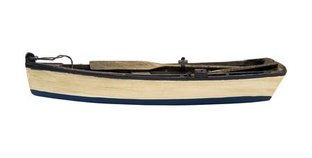 in row: Barco de madera aislada con remos