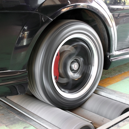balanza de laboratorio: sistema de freno a prueba de un coche Foto de archivo