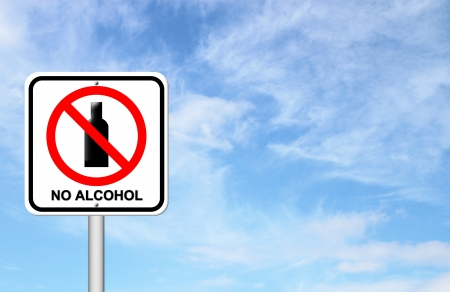 no alcohol sign with blue sky blank for text 免版税图像