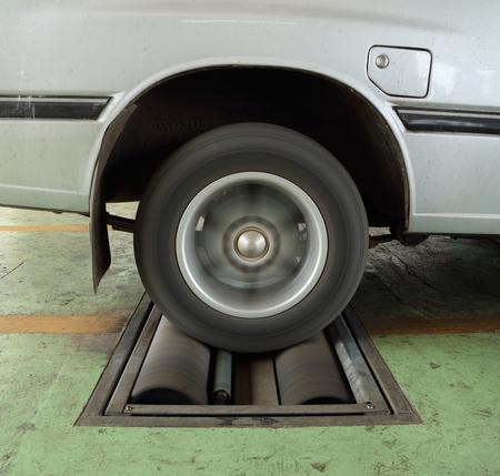 Laboratory balance: sistema de revisi�n de frenos del coche viejo (rueda trasera)