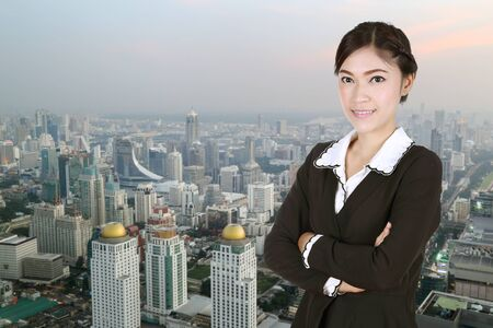 building estate: Business woman , crossed arms, with city background