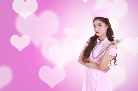 ataque al coraz�n: female nurse with stethoscope with heart background