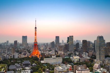 東京の夕暮れ東京街のスカイライン。(HDR - 高いダイナミック レンジ)