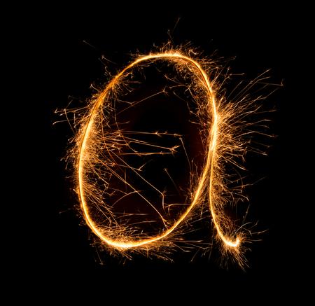 lettre alphabet: Sparkler feu d'artifice lumi�re alphabet A (minuscules) au fond de nuit