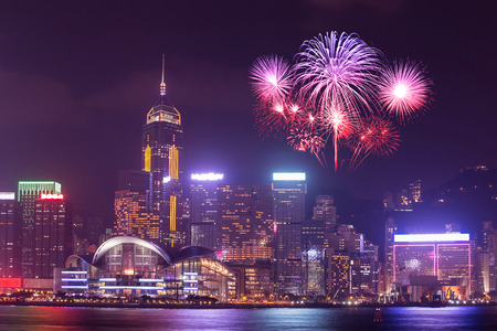 Fireworks Festival over Hong Kong city, view from Victoria Harbour 免版税图像