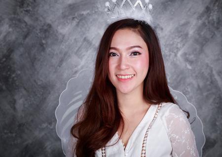 portrait d & # 39 ; une belle jeune femme ange Banque d'images
