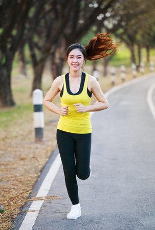A beautiful fitness woman running at the park 免版税图像