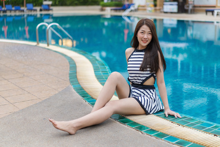 portrait of young woman in the swimming pool Banque d'images - 100082275