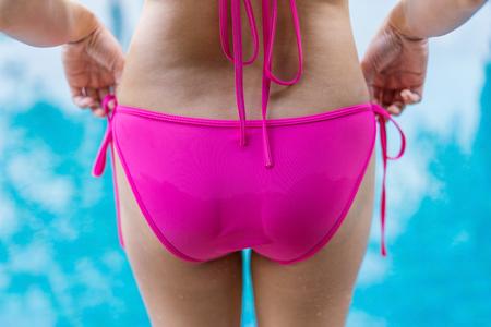 backside of a beautiful woman in pink bikini Banco de Imagens