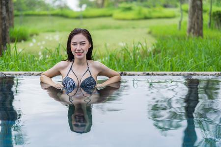 happy beautiful woman in the swimming pool Archivio Fotografico - 101557114