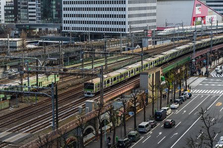 TOKYO, JAPAN - March 24, 2019: The local train approaching to the Tokyo railway station, Japan Фото со стока - 124413728