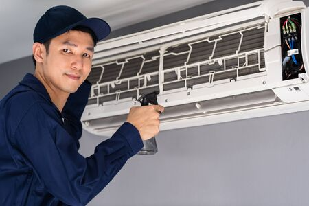 technician service cleaning the air conditioner indoors Stok Fotoğraf