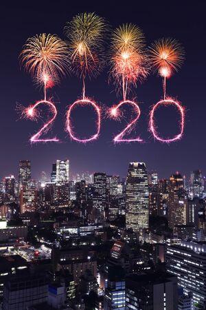 2020 happy new year fireworks celebrating over Tokyo cityscape at night, Japan Stockfoto
