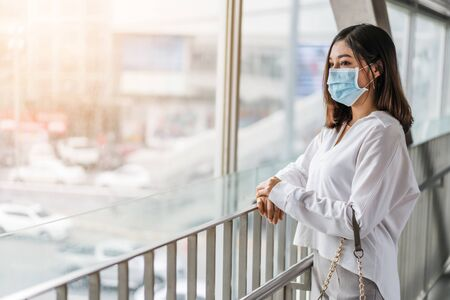 young asian woman wearing medical mask for prevention from coronavirus (Covid-19) pandemic in the city. new normal concepts 免版税图像