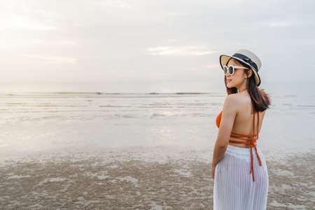 cheerful woman in bikini standing at the sea beach 免版税图像 - 155483523