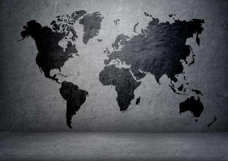 コンクリートの壁に黒い色の世界地図。 写真素材