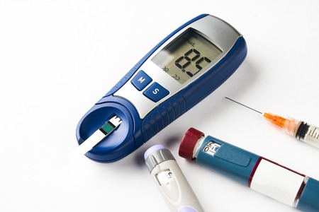 白色に分離された糖尿病機器