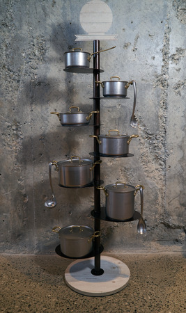 Kitchen pan holder stand on concrete wall  with copy space. Foto de archivo - 118976934