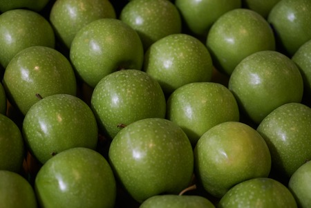 Fresh green apples raw background, close-up, top view. farming and agriculture Stock Photo